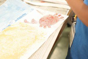 小学生サマースクール「コラージュを使って絵を描こう」